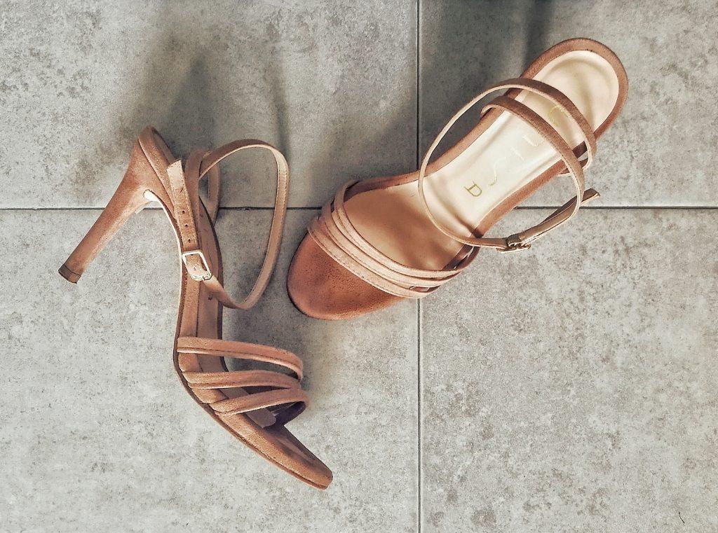 Sandali di camoscio sporchi di fango - Dopo