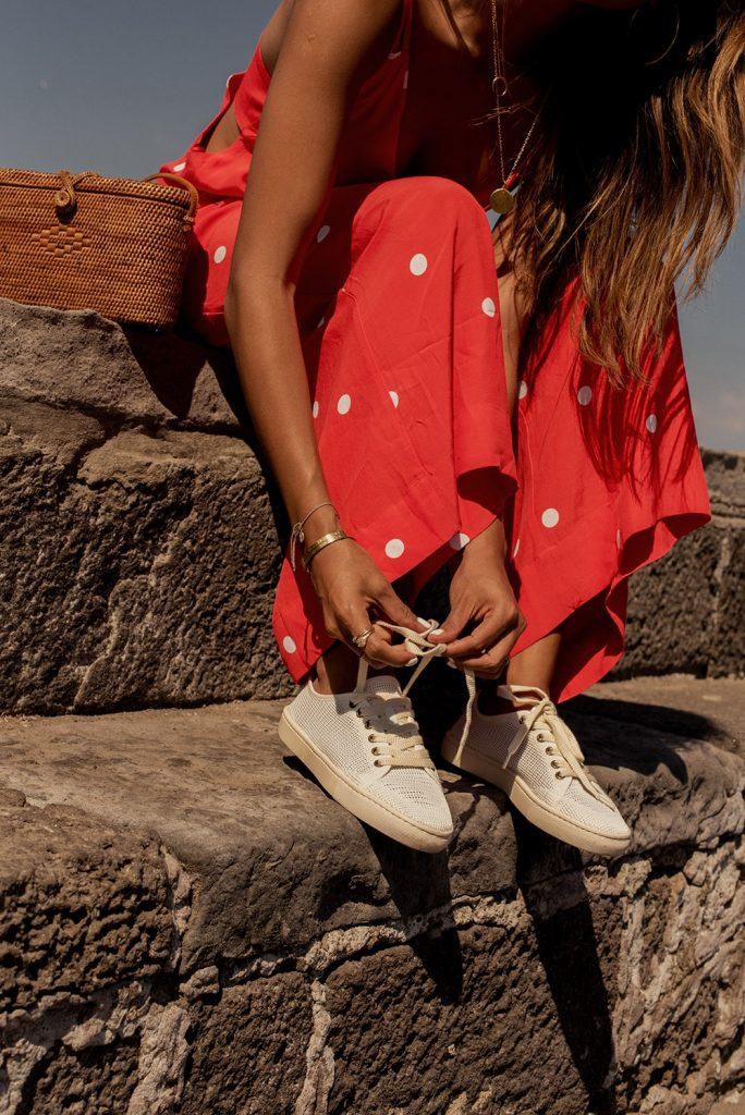 Come esaltare l'abbronzatura: vestirsi di bianco